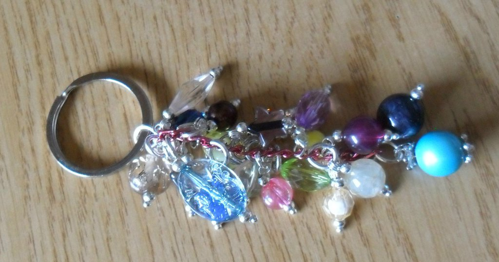 Portachiavi a fantasia di perle e colori