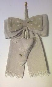 Fiocco in lino con cuori nascita o decorazione shabby chic