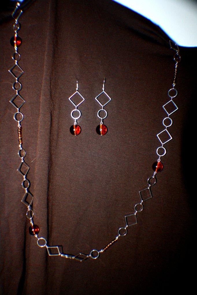 coordinato collana e orecchini con perla marrone