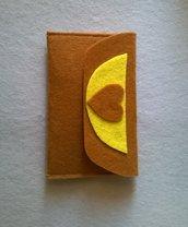 Portafogli portamonete in feltro marrone e giallo