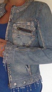Giubbetto jeans con bordi pizzo
