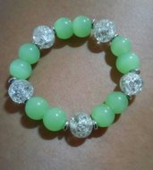 bracciale con perle grandi color verde acqua e trasparenti in vetro crackle