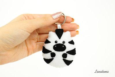Zebra portachiavi in feltro, fatto a mano, portachiavi animali, charm borsa, idea regalo compleanno, pannolenci, cucito a mano, bianco nero
