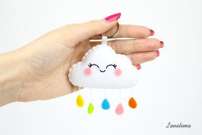 Portachiavi nuvola arcobaleno, portachiavi feltro, fatto a mano, idea regalo, nuvola pannolenci, pupazzo feltro, accessorio borse