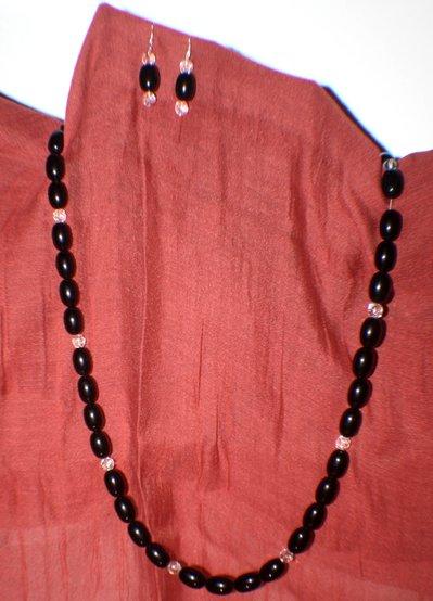 coordinato collana e orecchini perle ovali nere