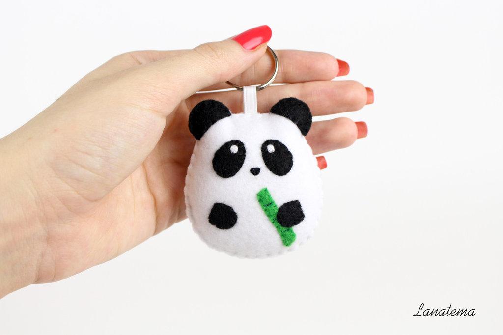Panda portachiavi in pannolenci realizzato a mano, portachiavi animale, pupazzo panda, accessorio divertente, feltro, cotone