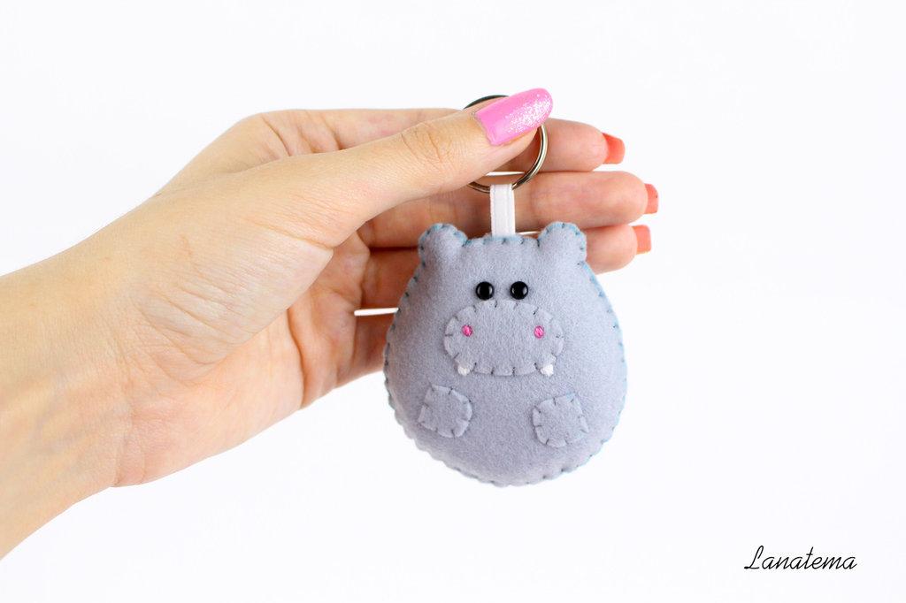 Accessorio ippopotamo feltro, borsa zaino, regalo per bimbo, ippopotamo cucito a mano, animali imbottiti