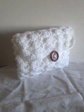 Pochette all'uncinetto in cotone bianco