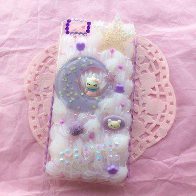 Cover decoden per Huawei p8 Lite con luna lilla pastello e scritta in resina.