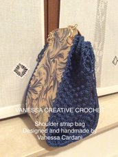 Borsa fatta all'uncinetto. Handmade crochet bag.