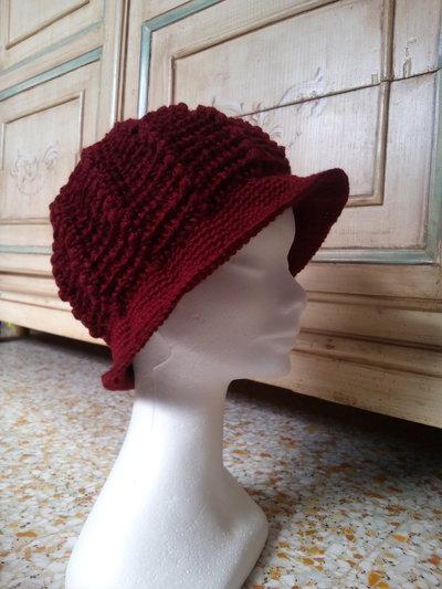 cappello all'uncinetto per donna modello cloche