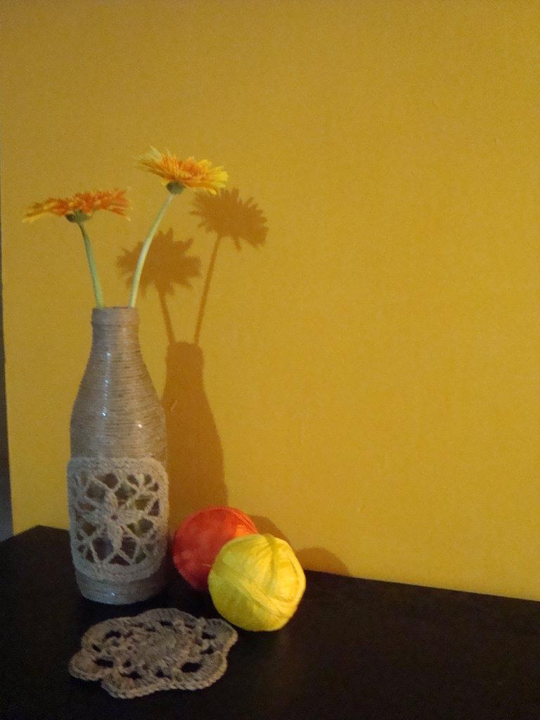 Vaso con decoro crochet
