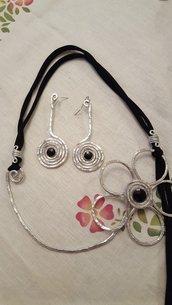 Collana Fiore in fettuccia, alluminio e Swarovski