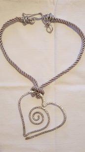 Collana girocollo cuore in alluminio