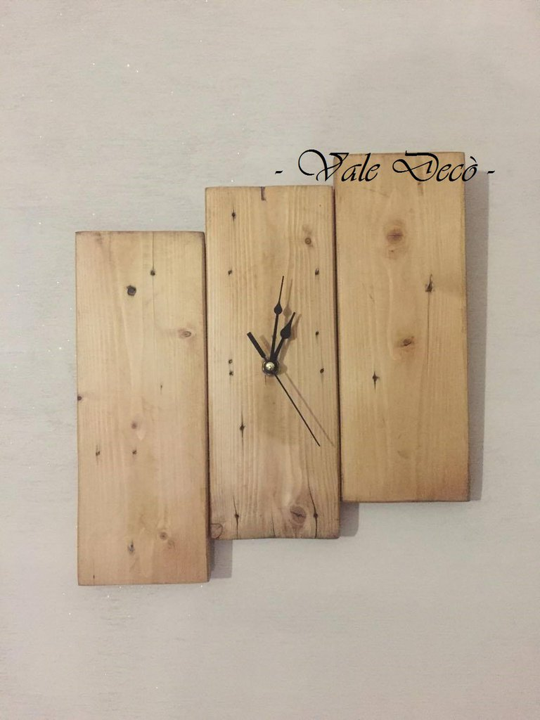 Orologio da parete in legno rustico moderno per la for Oggetti di arredamento moderno