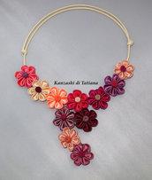 Collana kanzashi con fiori diversi colori