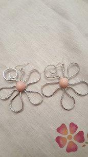 Orecchini fiore in alluminio e pietre dure