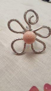 Anello fiore regolabile in alluminio e pietre dure