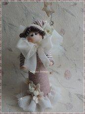 Cartamodello bambola rosa sul cono