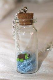 collana con ciondolo bottiglietta in vetro tartaruga in fimo