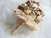 Bouquet di rose beige con perle e strass