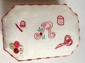 Scatola del cucito con lettera ricamata, set primo cucito, necessaire per sarta