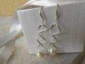Orecchini a spirale con perla bianca, monachella aperta in metallo argento, idea regalo.