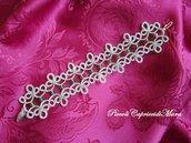 Bracciale al chiacchierino in filato color argento, cristalli e strass verdi