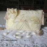 Cuscinetto portafedi beige con nappine