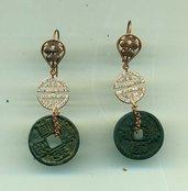 Orecchini pendenti con moneta cinese e simbolo eternita' in argento pavettato e placcato oro rosa