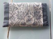 Elegante cuscino di lino con noccioli di ciliegie