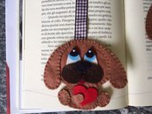 Segnalibro cane di feltro con nastro e bottoncino a cuore