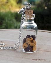 Collana con bottiglietta in vetro e biscotti gocciole in fimo