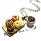Collana Colazione - Mini vassoio con donut glassati al cioccolato e tazza di caffè