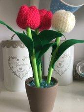 Piantina di tulipani all'uncinetto