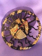 Orologio in resina da parete fatto a mano