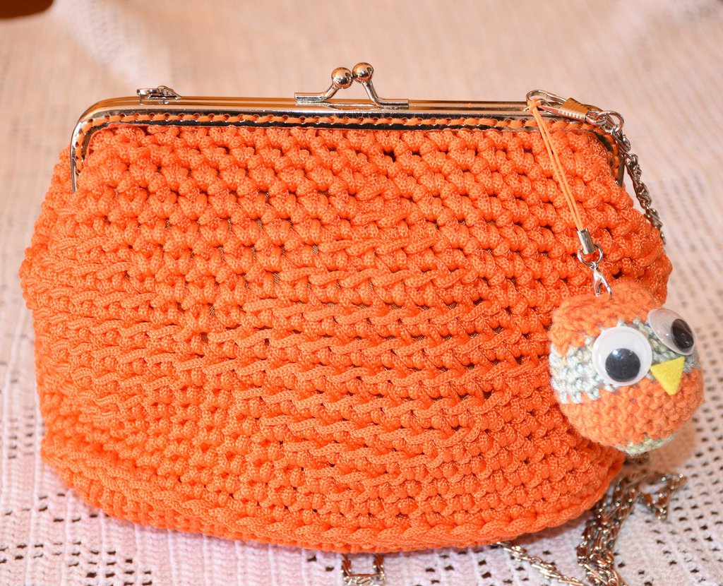 Pochette all'uncinetto con chiusura clic clac arancio