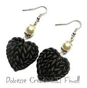 Orecchini Cuori intrecciati effetto maglione di lana! - Miniature kawaii bianco e nero handmade