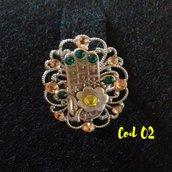 anello regolabile, base ovale e mano di Fatima con strass
