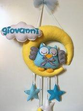 Fiocco nascita con gufetto su luna, stelle colorate e nuvoletta porta nome
