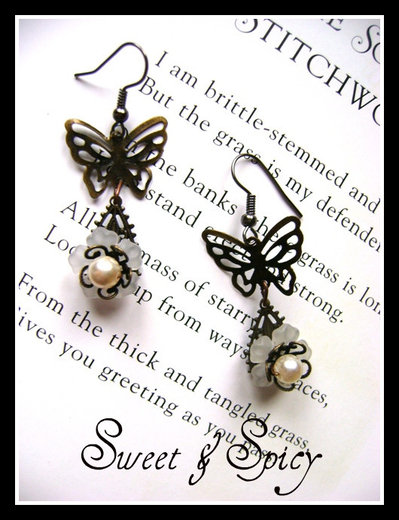 BUTTERFLY VINTAGE EARRINGS-ORECCHINI VINTAGE CON FARFALLE E FIORE IN RESINA
