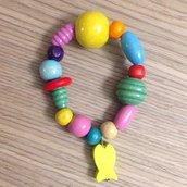 Braccialetto bimba con perle colorate e pesciolino in legno