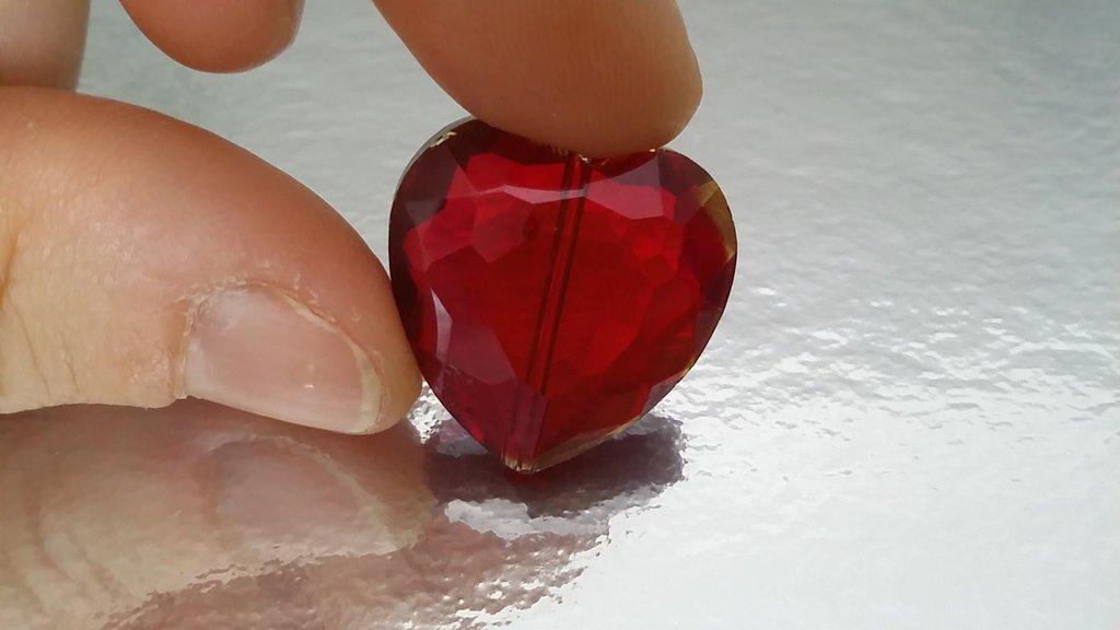 Cristallo a cuore rosso