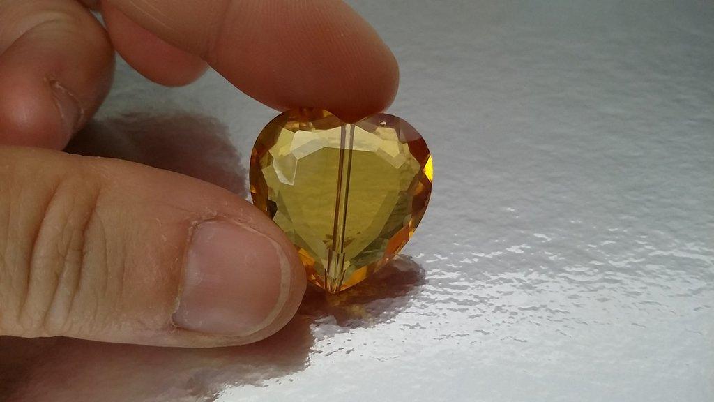 Mezzo cristallo forma cuore ambra