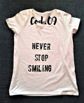 "T-shirt ""NEVER STOP SMILING"""