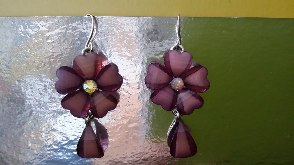 Orecchini pendenti a fiore vetro colore viola