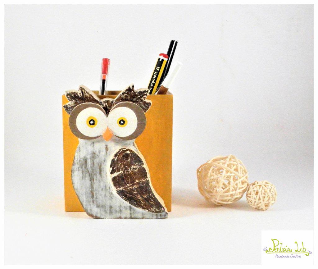Porta penne in legno con Gufo fatto in legno di recupero di abete, oggetto decorativo utile