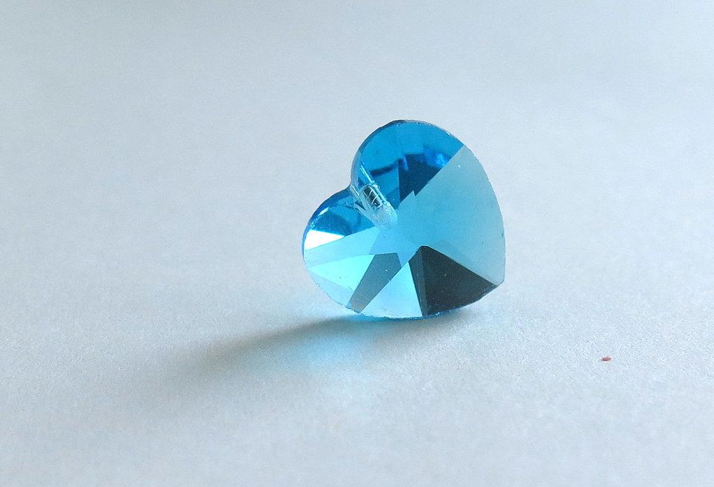 Pendente sfaccettato a forma di cuore  azzurro   CIO55