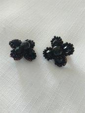 orecchini a clips con conteria e mezzo cristallo nero