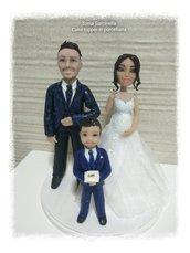 Caricatura sposo con figlio e sposa con pancione